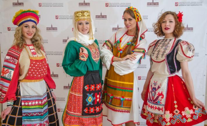 С днем дружбы и единения славян. Славянские девушки в национальных костюмах открытки фото рисунки картинки поздравления