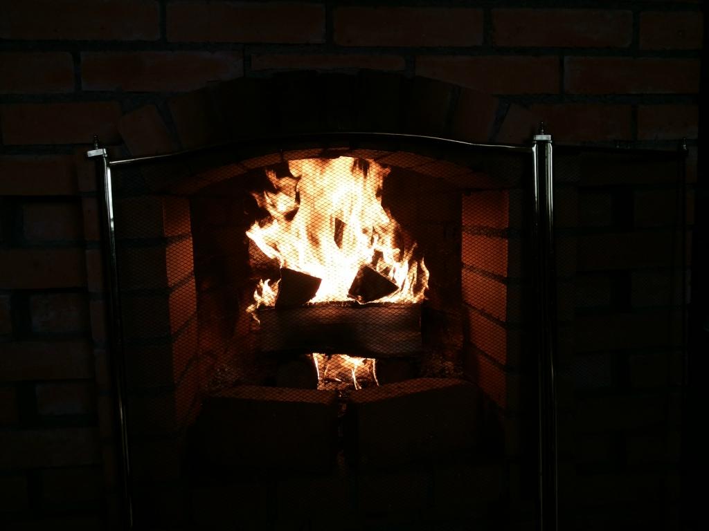Огонь, камин, голландка печь... И фото есть и слово есть!