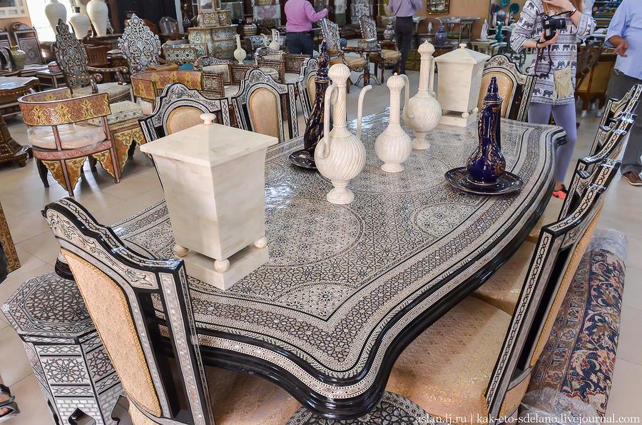 47. Эта мебель сделана не в Китае, а здесь, в этой мастерской. Источник