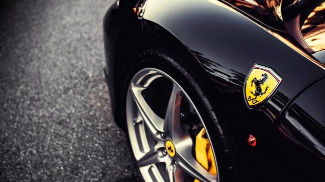© auto.tut  Автогигант Ferrari предоставил сотрудникам возможность самостоятельно выбрать пода