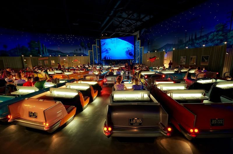 Ресторан-кинотеатр (9 фото)