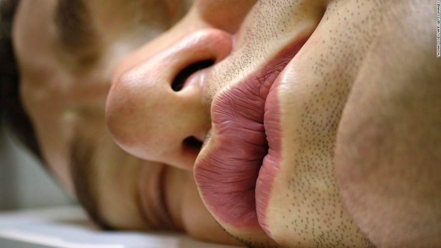 15. Австралийский скульптор Рон Мьюек считается одним из ведущих скульпторов-гиперреалистов, который