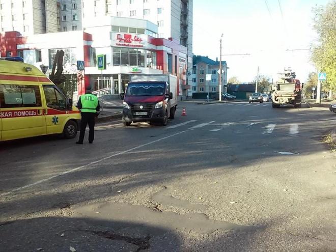 Лобовое столкновение такси и грузового автомобиля: погибли три человека