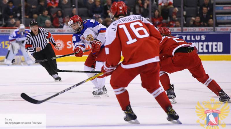 Сборная Канады одолела Швецию вполуфинале молодежного чемпионата мира похоккею