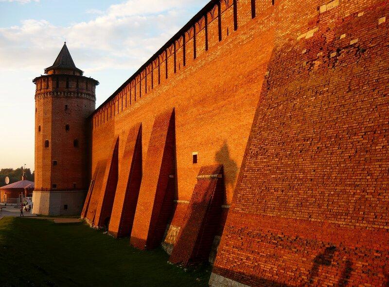 Вечернее солнце на стенах Кремля