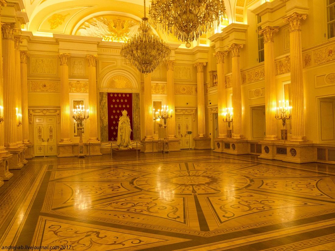 Екатерининский зал в Большом дворце в Царицыно.