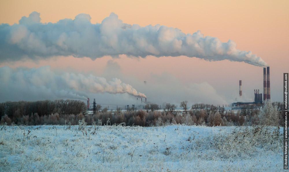 дым от заводов в городе Каменск-Уральский