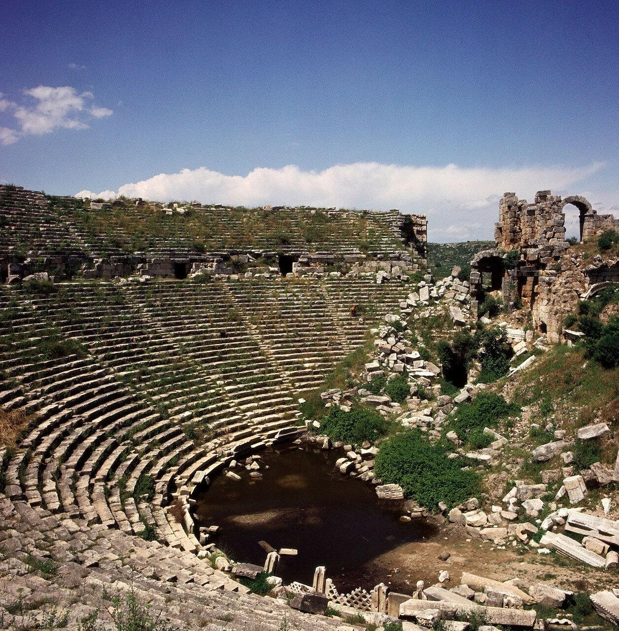 Перга. Амфитеатр на 12 000 человек, построенный в первой половине II в.