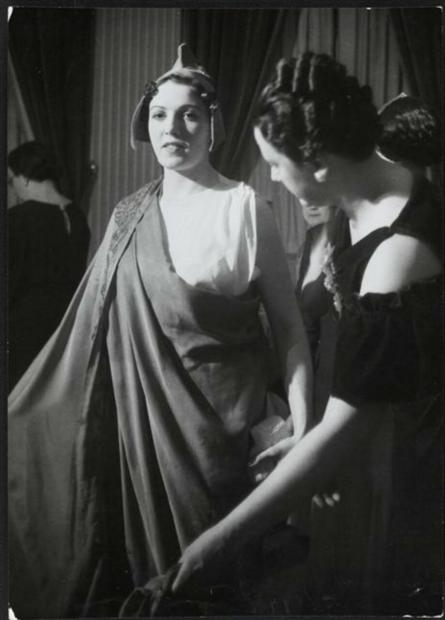 1930. Марианна на костюмированном балу