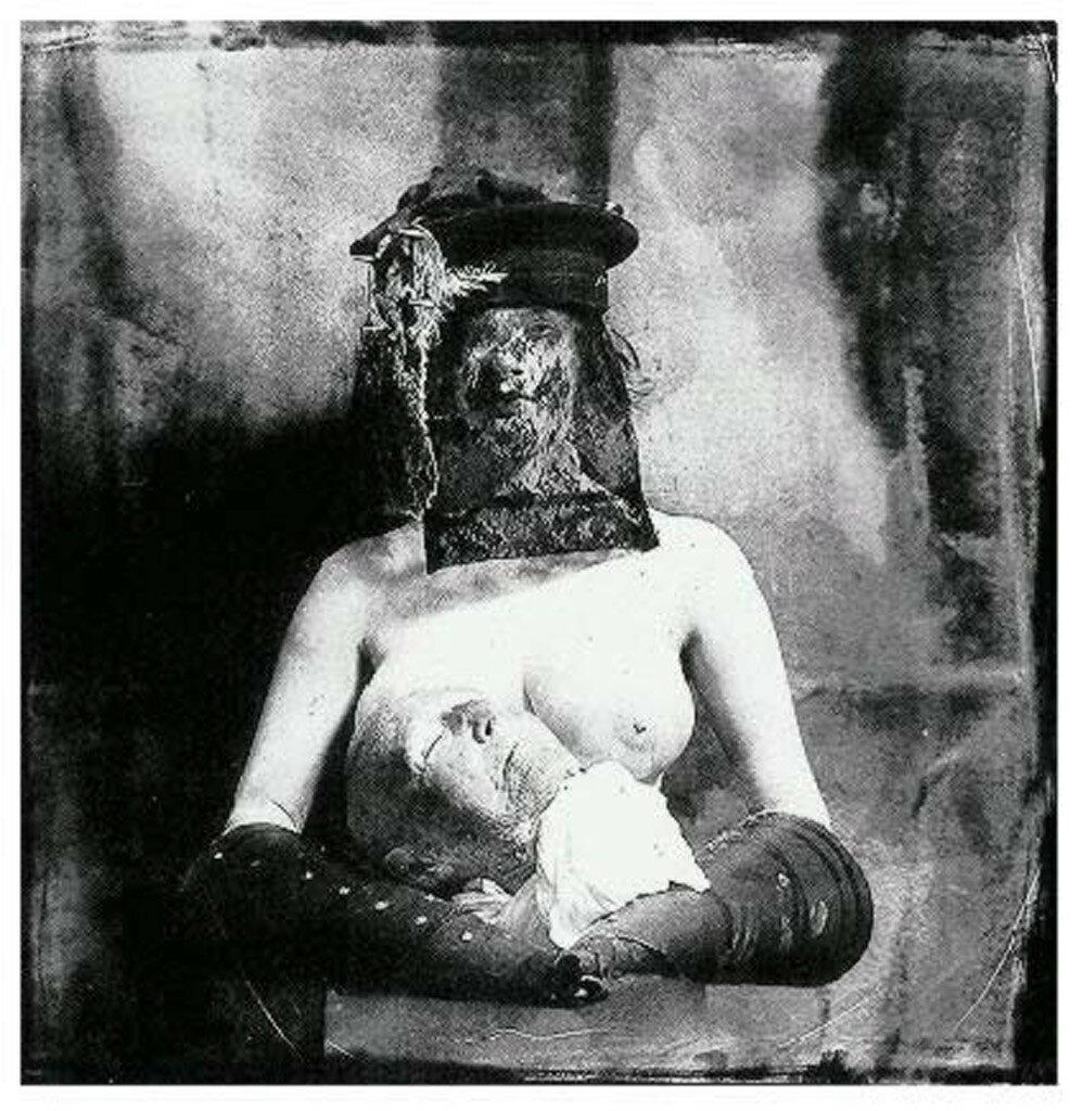 Женщина с головой