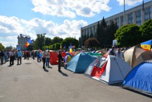 На главной площади Кишинёва установлены 160 палаток