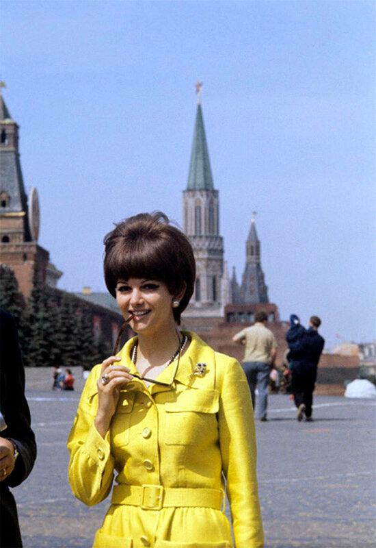 Клаудиа Кардинале на Красной Площади в Москве. Июль 1967 года.jpg