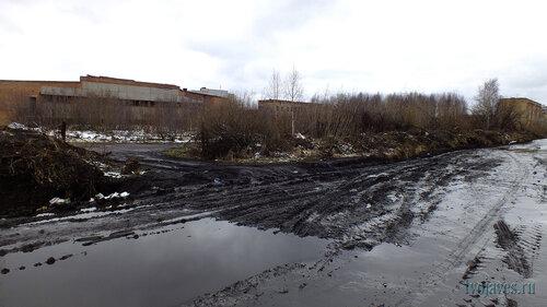 Фото города Инта №6784  Юго-восточный угол бвышего ДОЗа (вид с дороги по Дзержинского) 23.05.2014_15:35