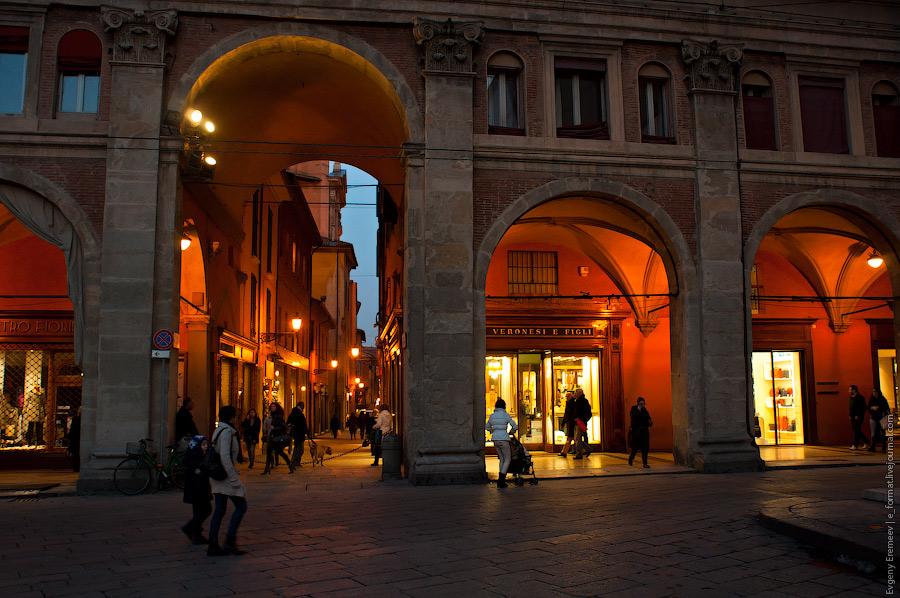 Какая красивая арка, давайте же туда пойдем.
