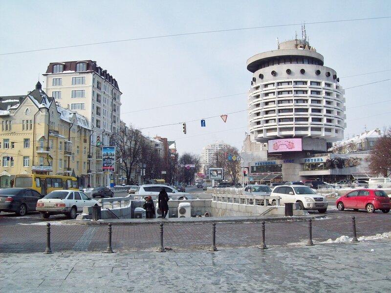 Гостиница Салют и площадь Славы