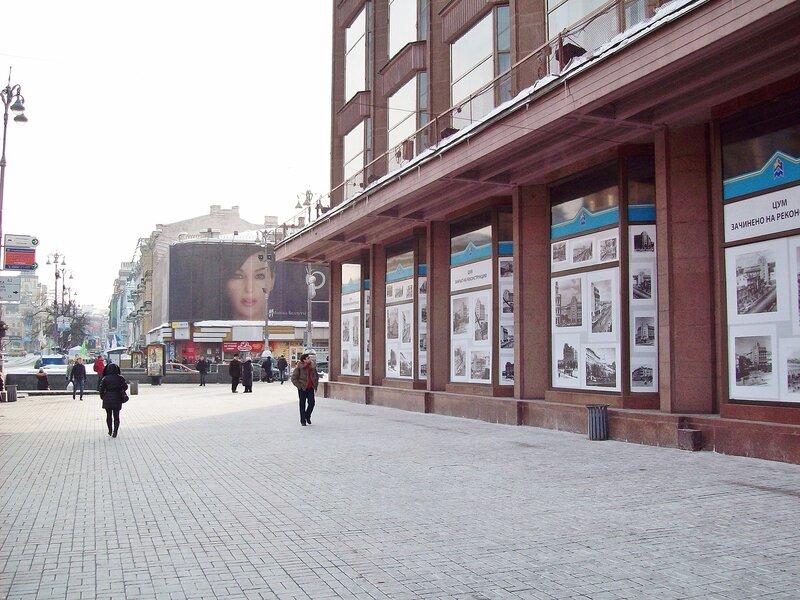 Витрины ЦУМ после закрытия на реконструкцию