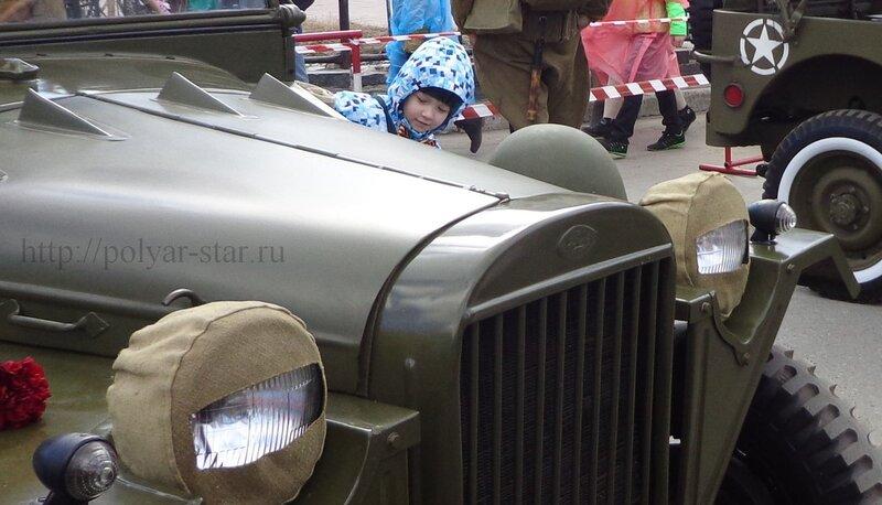 День Победы Олененегорске. Выставка военных раритетных авто