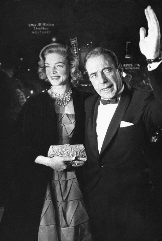 Хамфри Богарт и его жена Лорен Бэколл в 1955 году