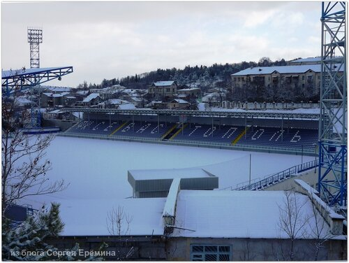 Заснеженный стадион
