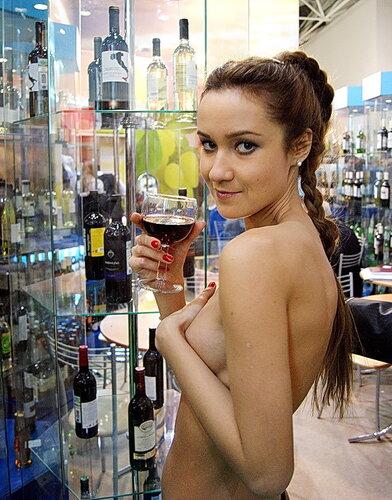 Можно было представлять чистоту водки даже нагишом. Выставка продэкспо 2012