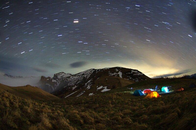 Кто-то ночью вышел из палатки, зачем?