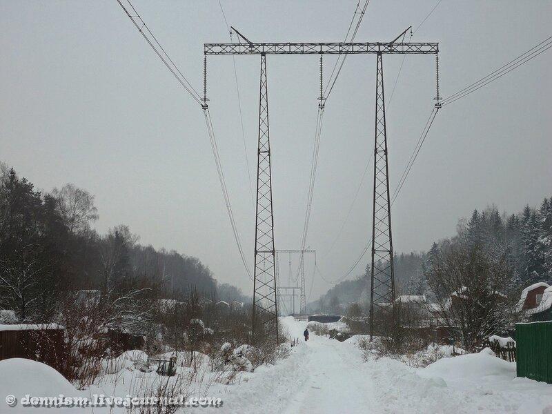 Высоковольтная линия в лесу в окрестностях Фрязино.