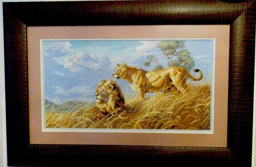 Львы в саванне.