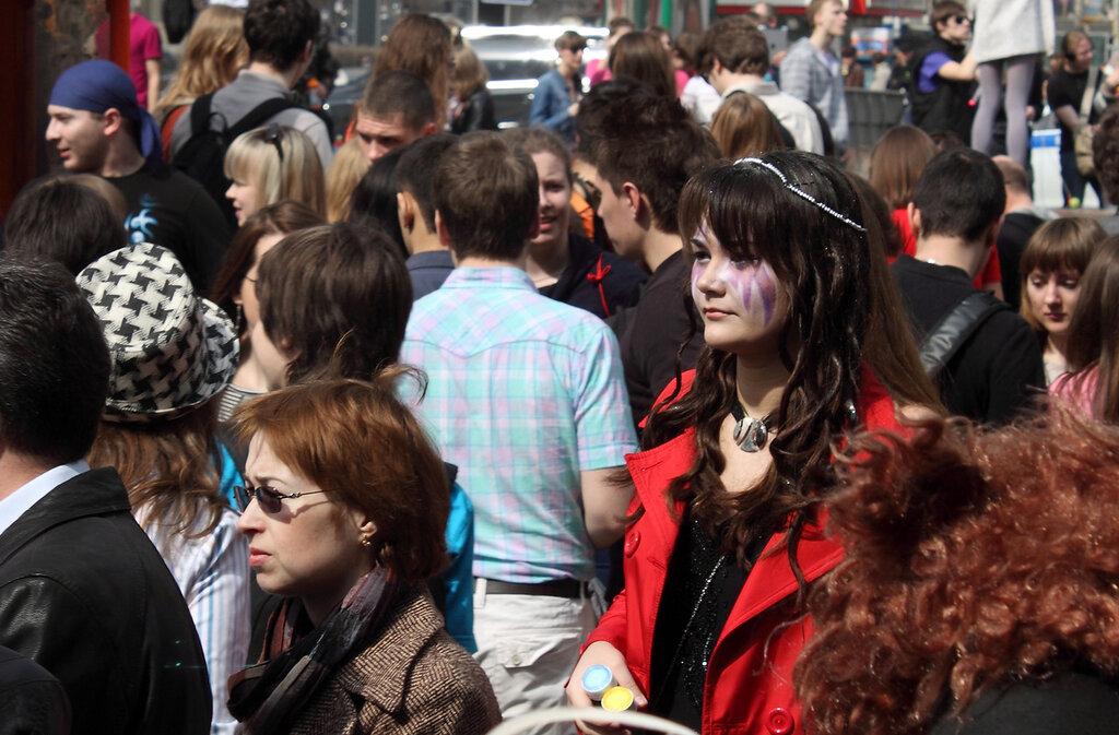 В толпе прижимания к девушкам видео — photo 14