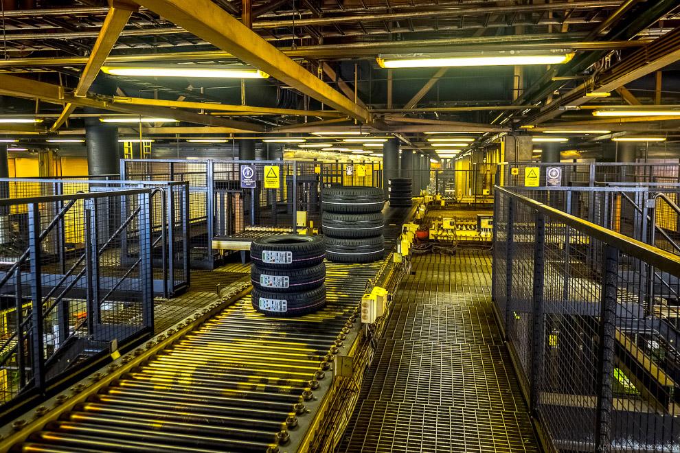19. Шипованные шины перед тем, как попасть на склад, оказываются в цехе ошиповки. Автоматически