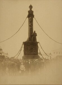 Общий вид памятника Михаилу Федоровичу Романову