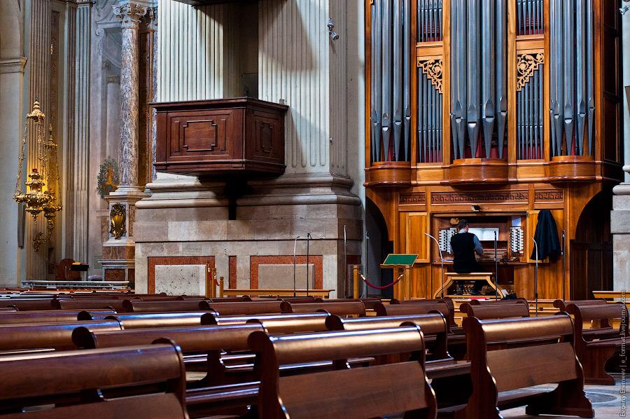 В соборе Сан-Пьетро я впервые услышал живую музыку