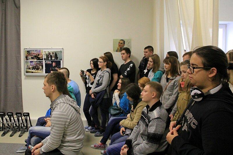 ученики и фанаты в школе рока Rock Stars School в Кирове
