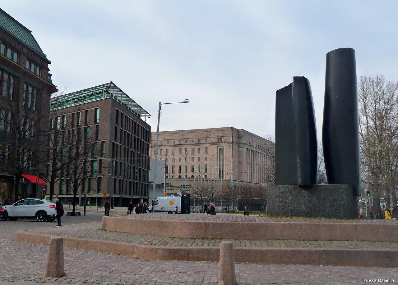 "Монумент ""Восток и Запад""."