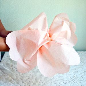 Бумажный цветок для праздничного декора