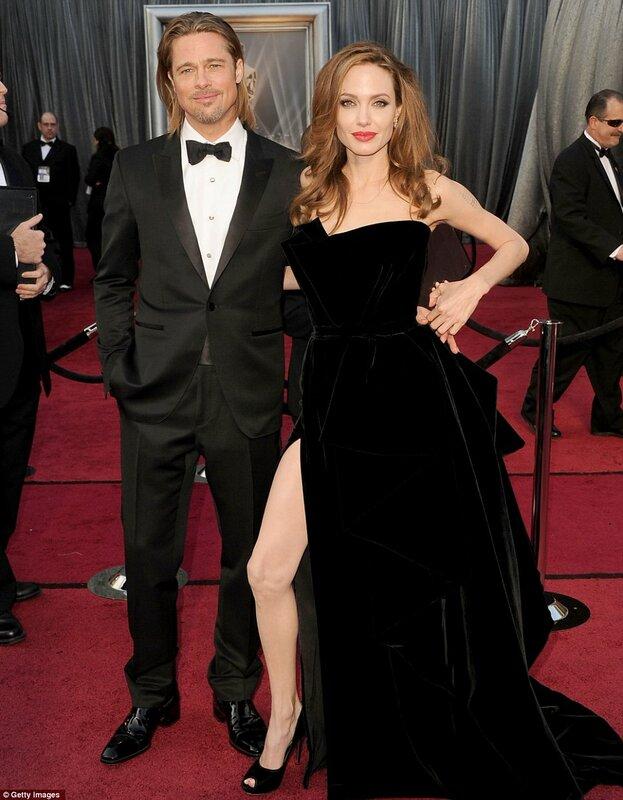 Платье из черного бархата от Atelier Versace с крупными драпировками по...