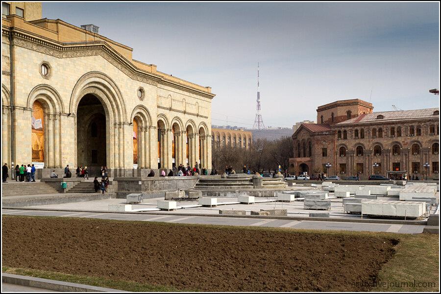 Ереван. площадь Республики. вид на ереванскую телевышку