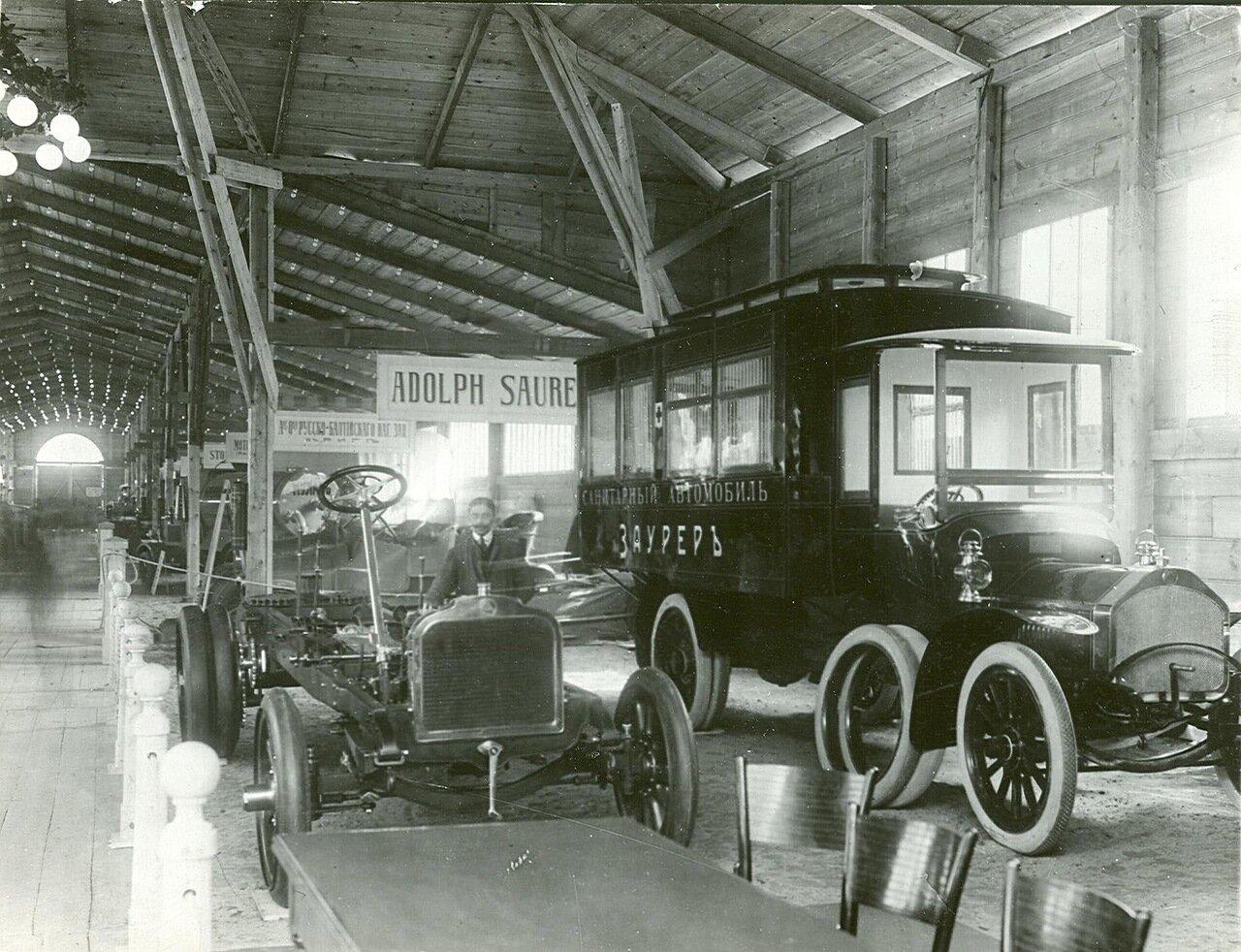 66. Часть выставочного зала  на первом плане - автомобили фирмы Адольфа Заурера