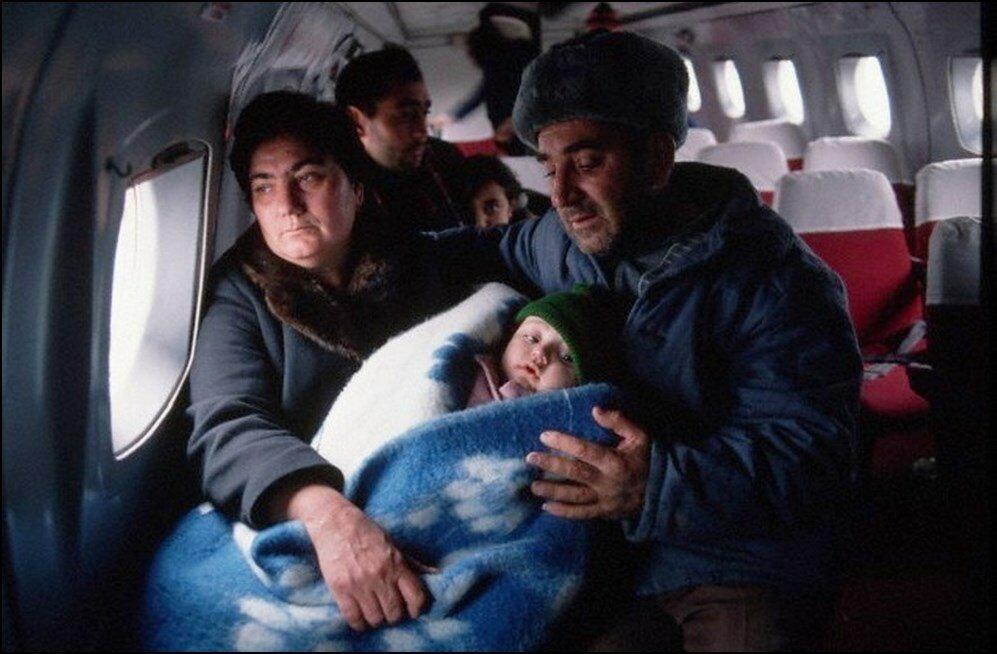 1988. Армения. Эвакуация выживших в землетрясении