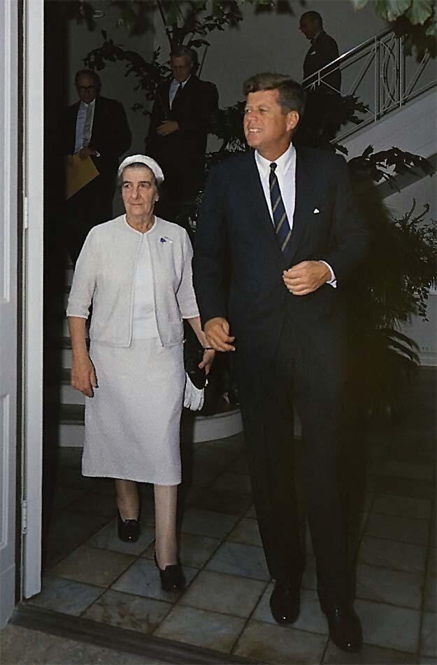 Голда Меир в Вашингтоне с  президентом Джоном Кеннеди. 27декабря,1962, (автор неизвестен)