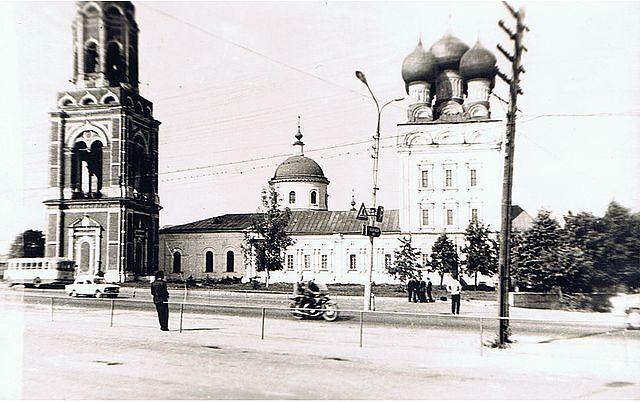 В соборе Михаила Архангела находился архив, а в Иерусалимской церкви - книжная палата. Подвалы использовали под овощехранилище.