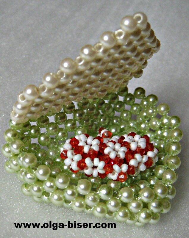 Валентинка из бисера.  Приближается романтичный праздник, День влюбленных.  В этот день принято дарить друг другу...