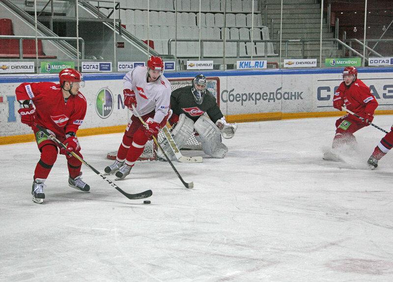 Тренировка ХК «Спартак» перед игрой с болельщиками (Фото)