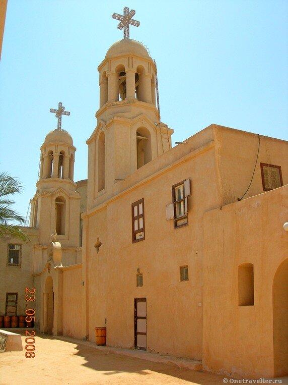 Египет. Коптский монастырь Эль-Барамос. Храм на территории монастыря.