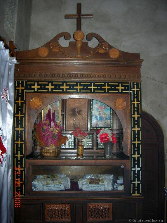 Египет. Коптский монастырь Эль-Барамос. Мощи коптских святых.