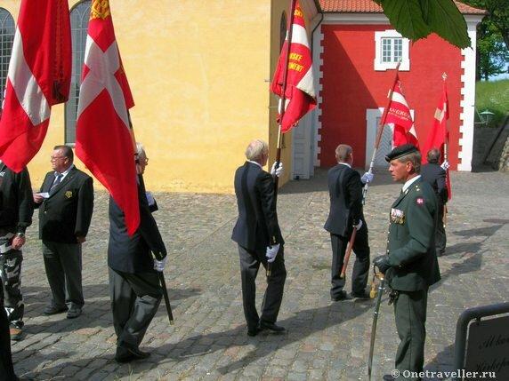 Дания. Копенгаген. Военные сборы в парке.