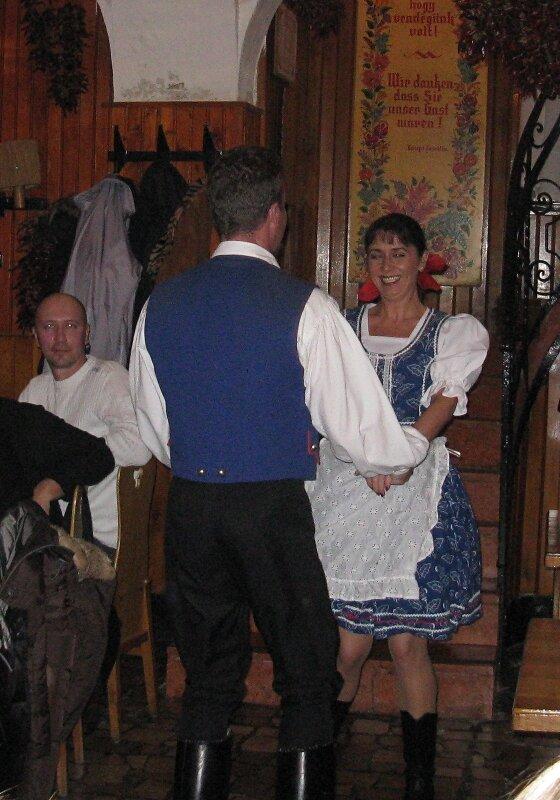 Будапешт. Традиционная венгерская таверна, фольклорное представление