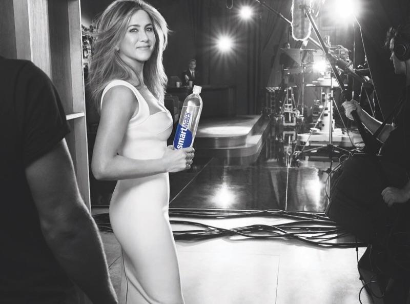 Дженнифер Энистон в рекламе Smartwater (4 фото)