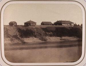 Вид дома начальника дистанции [справа] у Рождественской пристани на реке Сясь.