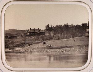 Вид на дом бывшего владельца завода Гаврилы Москвина в устье реки Усланки;справа-часовня.