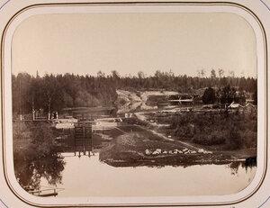 Вид на Саратовский шлюз и Томскую плотину.